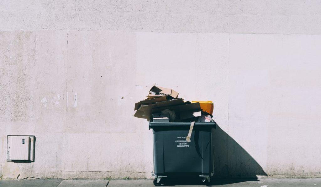 路上のゴミ箱